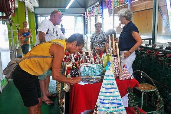 Décodéfi vend des décorations de Noël faites main au profit d'associations