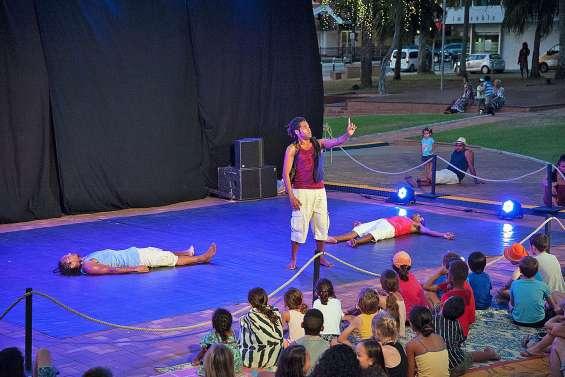 Théâtre, danse et magie se côtoient à Nouméa Féerie au kiosque à musique