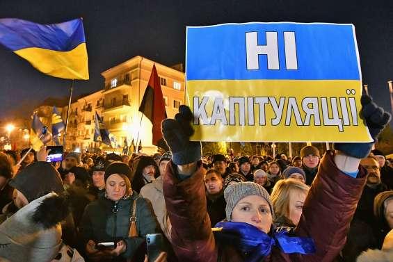Cinq mille manifestants contre la « capitulation » face à Moscou