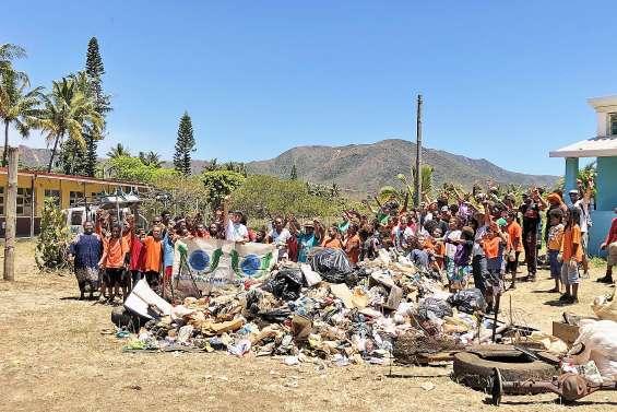 Grand nettoyage de fin d'année par des élèves écocitoyens
