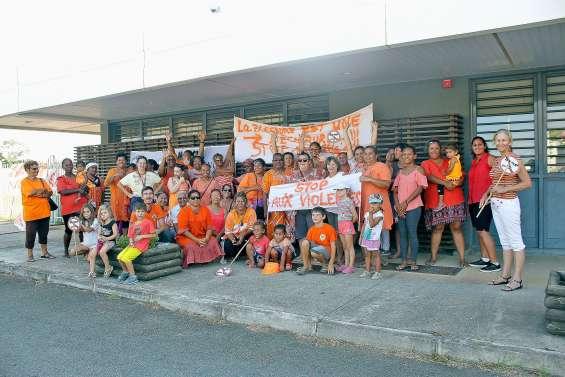 Une marche orange contre les violences faites aux femmes