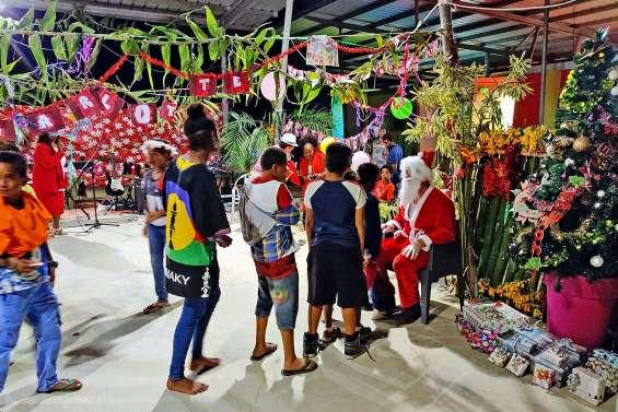 Le père Noël a commencé sa tournée à Païamboué