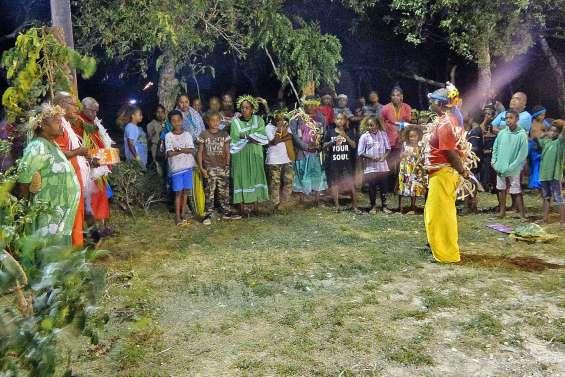 Une nuit de danses et de chants à Wanaham