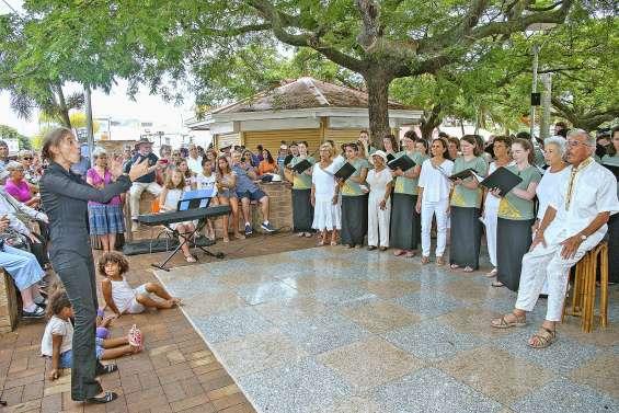 Une chorale néo-zélandaise chante avec Amadeus