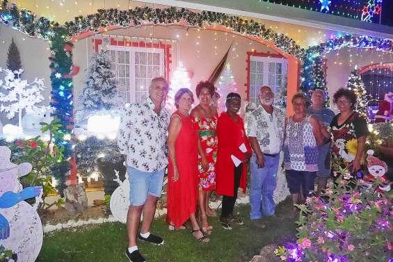 En visite des maisons qui scintillent  avec le jury du concours d'illuminations