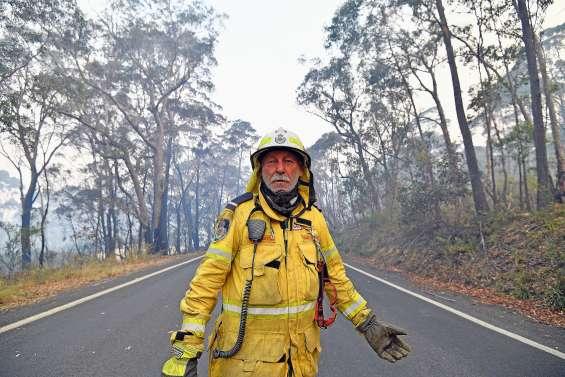 Australie : remparts contre les incendies, les pompiers volontaires soumis à rude épreuve