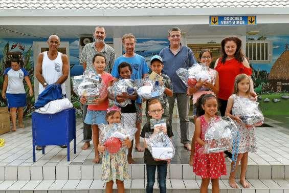 Récompenses des ateliers de Noël au centre aquatique