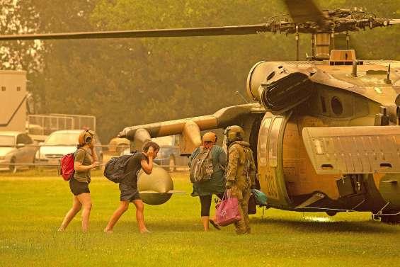 Face à des feux incontrôlables, l'armée en renfort