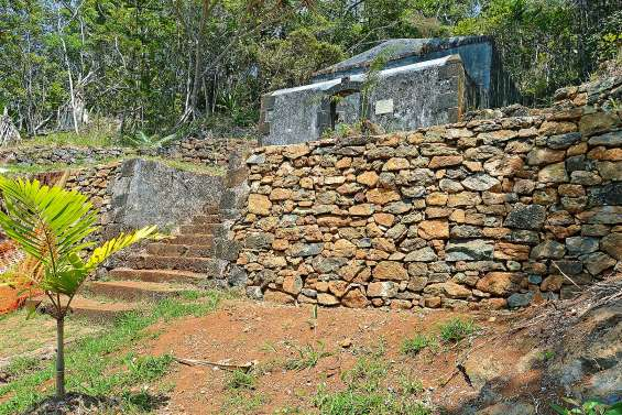 A Prony, les vestiges de la Poudrière reprennent vie, pierre après pierre