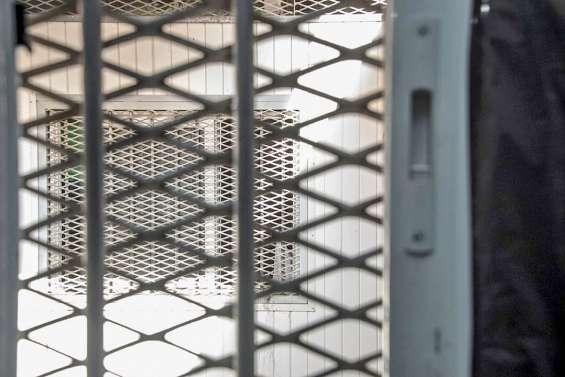 Ils scient les barreaux de leur cellule pour « faire passer des plaques chauffantes » à leur voisin