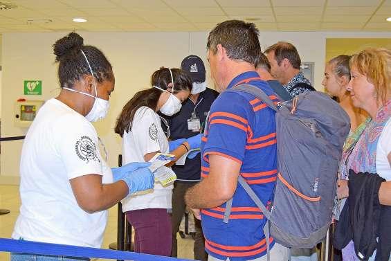 Coronavirus : plus de 21 000 fiches voyageurs contrôlées à La Tontouta depuis le renforcement du contrôle sanitaire