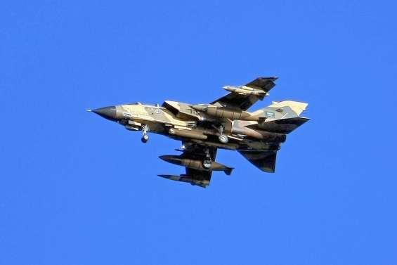 Des civils tués dans des raids après le crash d'un avion
