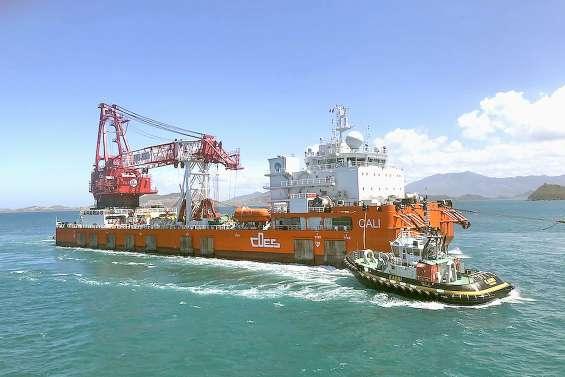 L'impressionnante barge chinoise Cali est prête pour démanteler le Kea Trader