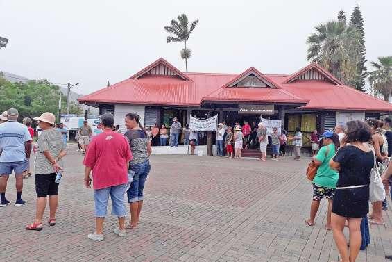 Marche blanche contre les violences à La Foa