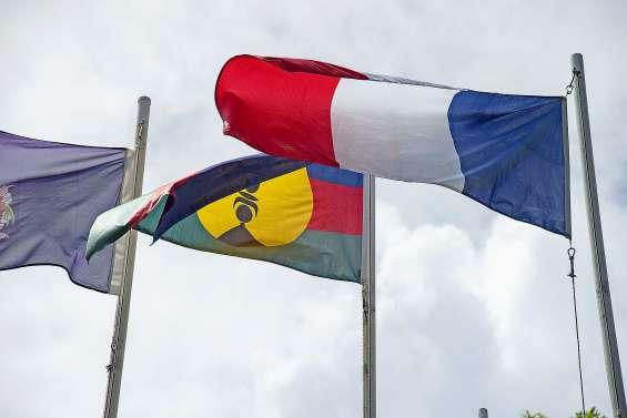 Référendum : le Congrès  se déchire sur les drapeaux