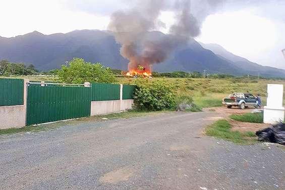Une maison part  en fumée à Koné