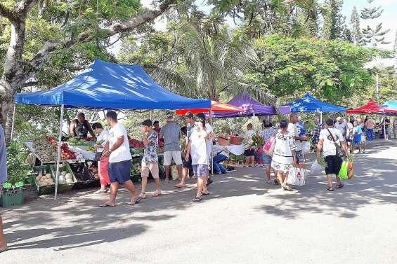 Le marché fait le plein de visiteurs