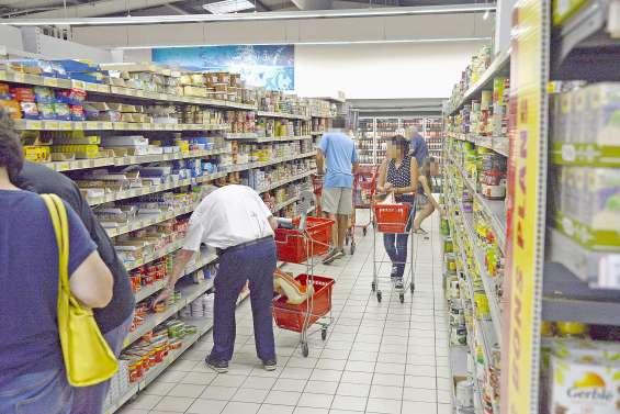 Ruée sur les pâtes et le riz dans les supermarchés