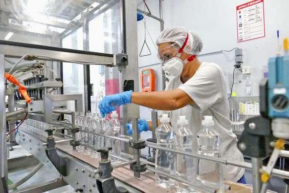 Du liquide désinfectant à l'échelle industrielle