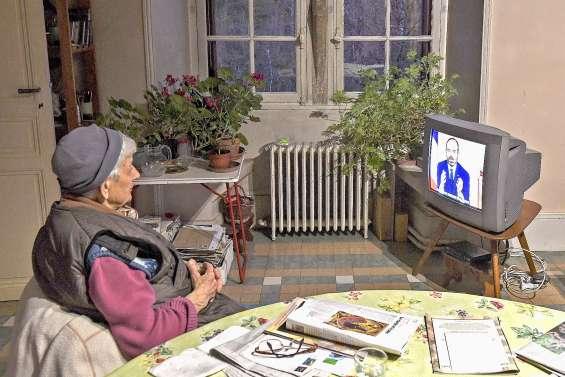 France : le système de santé « tiendra » mais le confinement sera prolongé