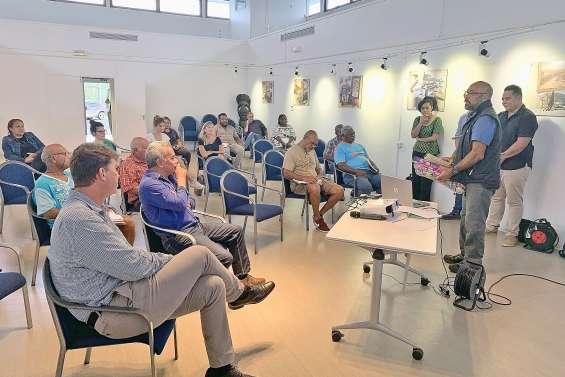 Le rapatriement des Calédoniens coincés à l'étranger au cœur d'une rencontre