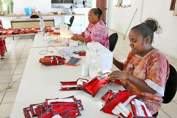 Les femmes d'Ouvéa s'organisent pour fabriquer des masques