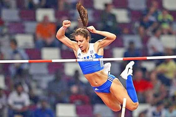 Depuis Athènes, Katerina Stefanidi survole la concurrence