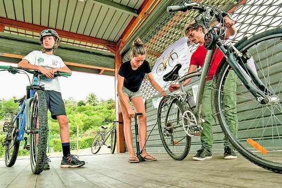 Un atelier pour réparer son vélo et fabriquer ses produits ménagers