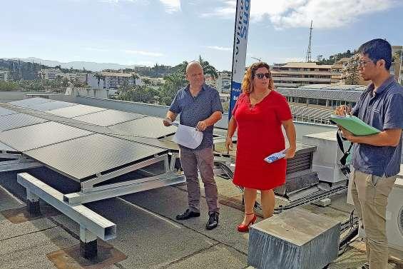 Les toits de la Maison bleue se couvrent de panneaux photovoltaïques
