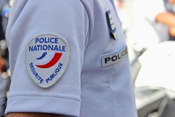 Des voleurs de voiture foncent sur des policiers, un agent riposte avec son arme