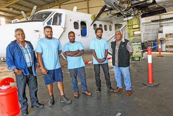 Trois jeunes des Îles se forment au métier de mécanicien aéronautique