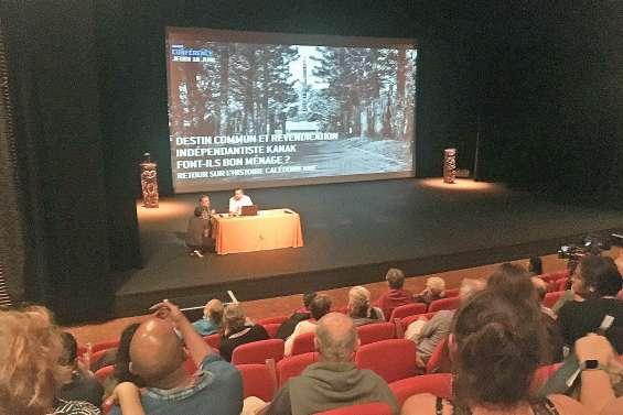 Salle pleine pour une conférence sur le destin commun