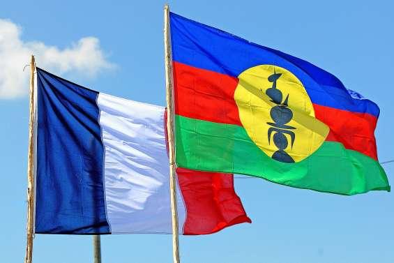 Référendum : une date et deux drapeaux
