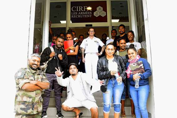 Dix-sept jeunes officialisent leur engagement dans l'armée