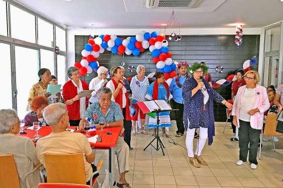 Les maisons de retraite célèbrent la Fête nationale