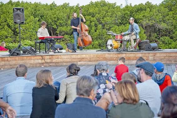Faire une pause à Sainte-Marie, le temps d'un concert sur le deck