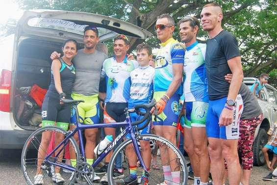 Yohan Samanich et son défi cycliste accueillis en héros à leur arrivée au village