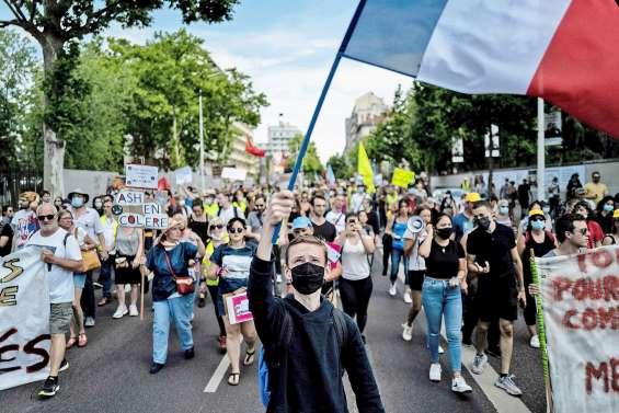 Des milliers de manifestants dans plusieurs villes pour l'hôpital public