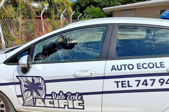 Un véhicule d'auto-école vandalisé à Koumac