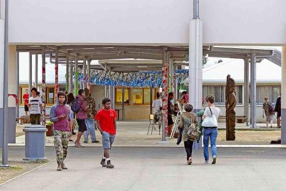 Journée portes ouvertes au lycée Michel-Rocard