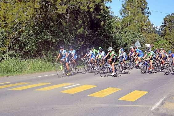Les cyclistes enchaînent