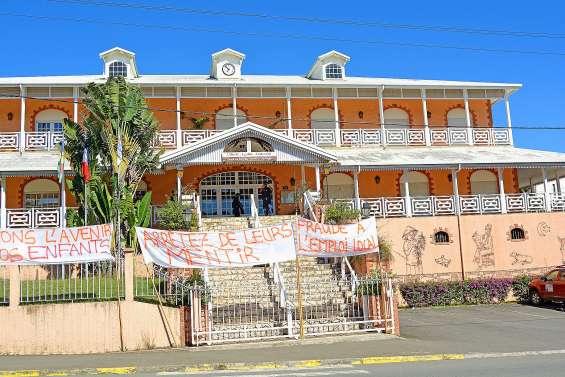 Emploi local : le district de Ny et des Bouraillais bloquent la mairie