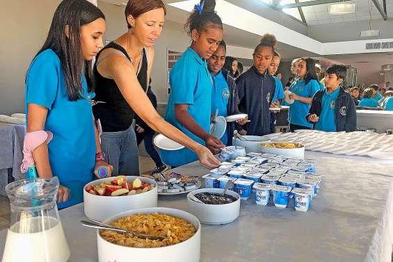 Petit-déjeuner continental pour les élèves de 6e du collège Baudoux