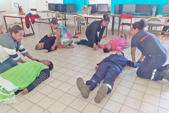 Formation aux premiers secours au collège de Canala