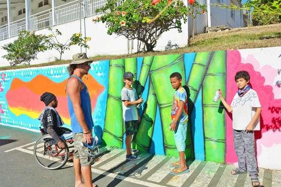 Le deuxième mur de l'OPT aux couleurs des communautés