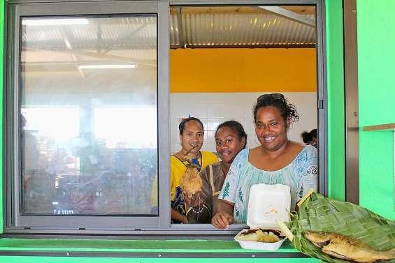 Un snack solidaire au marché de Fayaoué