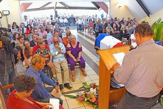 De nombreux Calédoniens présents pour l'adieu à Pierre Maresca