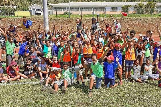 Une centaine d'enfants découvrent les joies du handball