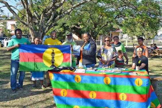 Le FLNKS affiche ses couleurs  au village