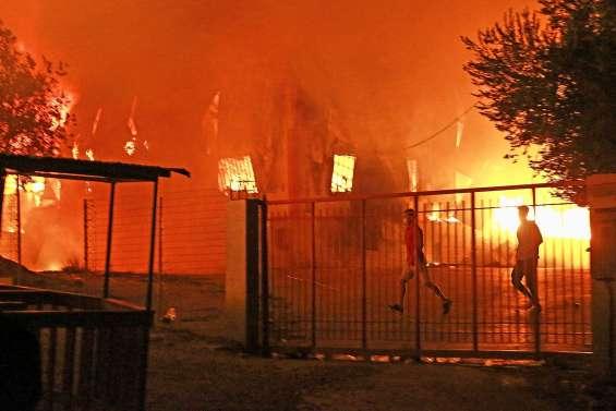 Opération sauvetage après un incendie au camp de Moria